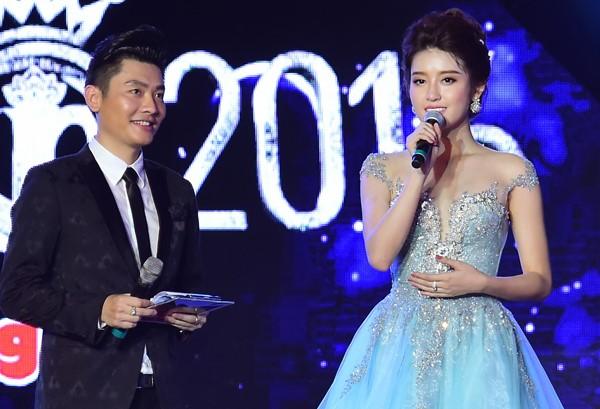 Huyền My phát biểu trên sân khấu chung khảo Hoa hậu Việt Nam phía Bắc. Ảnh: Lý Võ Phú Hưng