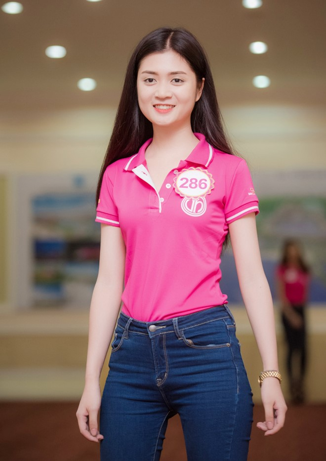 Không sở hữu chiều cao nổi bật nhưng Huyền Trang gây chú ý bởi vòng eo con kiến 56 cm. Nữ sinh Đại học Mỹ thuật Công Nghiệp cho biết cô không có bí quyết ăn uống hay tập luyện đặc biệt nào. Mỗi ngày, cô chỉ cố gắng dành thời gian cho việc chạy bộ.