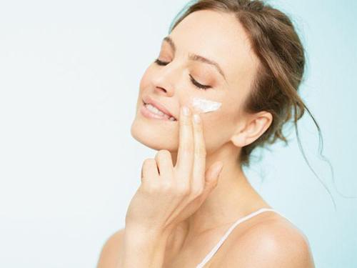 Làn da chính là mặt tiền của gương mặt. Thay vì tẩy trắng, nên dưỡng trắng da an toàn và khoa học.