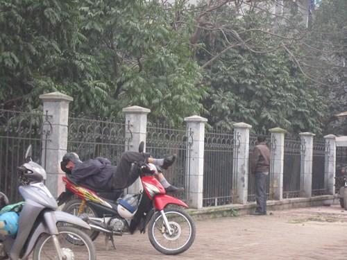 Tới các bác xe ôm trên đường Hồ Tùng Mậu