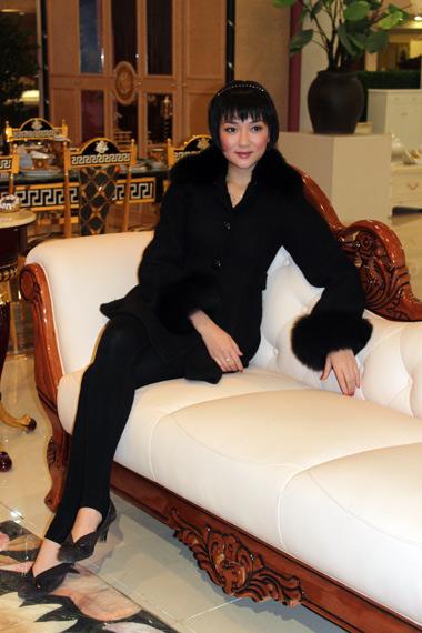 Đầu năm 2010, người đẹp xuất hiện với mái tóc ngắn trẻ trung trong một sự kiện.