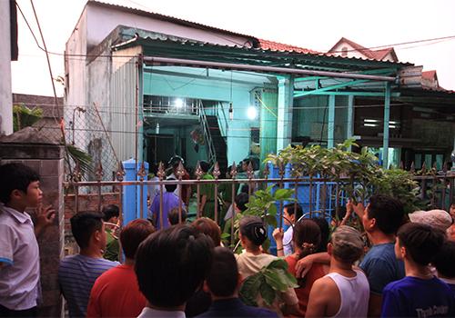 Ngôi nhà nơi cụ Ổi gặp nạn được công an phong tỏa để điều tra nguyên nhân. Ảnh: Nguyễn Đông.