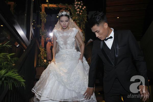 Mạc Hồng Quân và Kỳ Hân xuất hiện tại nơi tổ chức tiệc đính hôn tại Sài Gòn.
