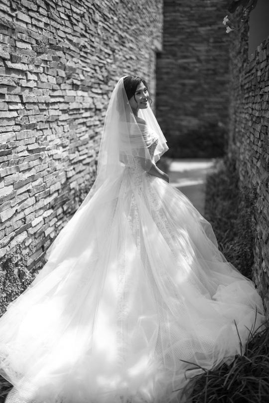 Cô dâu Thúy Diễm. Stylist Nguyễn Thiện Khiêm, nhiếp ảnh Louis Wu.