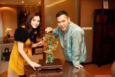 Lý Nhã Kỳ và anh nuôi tỷ phú Đài Loan Soofeen Hu