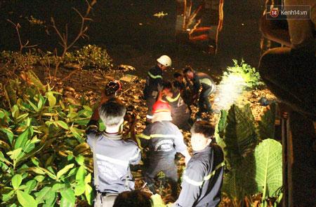 Thi thể cô gái được tìm thấy và đưa lên bờ ngay trong đêm.