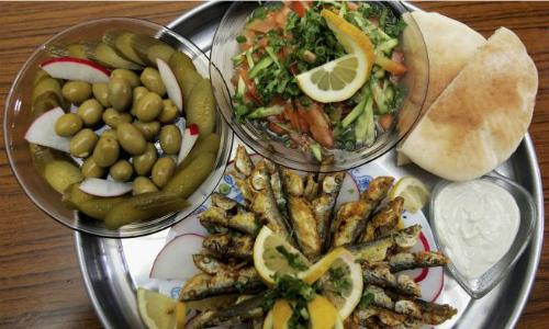Bệnh nhân tim mạch nên ăn theo chế độ Địa Trung Hải để giảm nguy cơ đau tim, đột quỵ. Ảnh: Medical Daily.