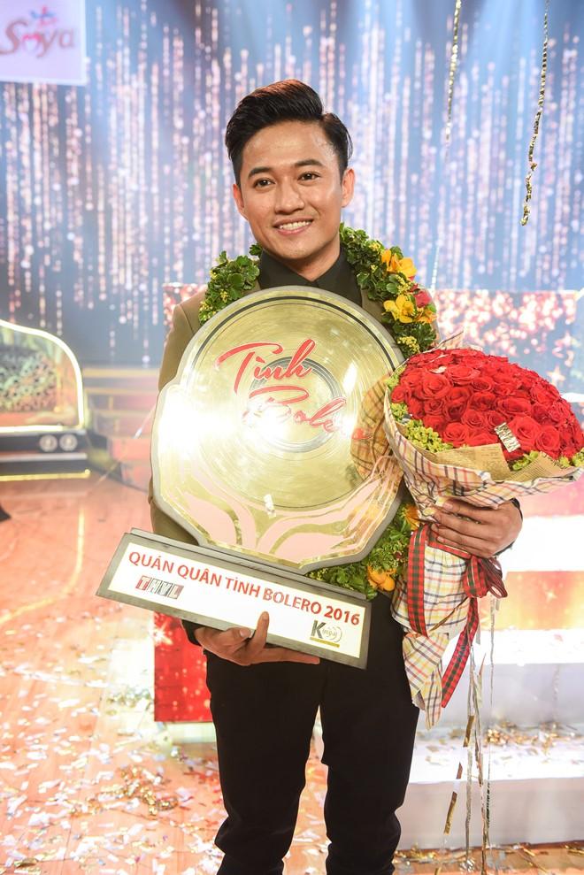 Quý Bình chiến thắng trong chương trình Tình Bolero 2016. Ảnh: Bá Ngọc