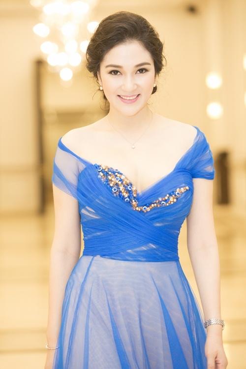 Hoa hậu Nguyễn Thị Huyền luôn gây bão sau mỗi lần xuất hiện bởi vẻ đẹp mặn mà, sang trọng và cuốn hút của cô.