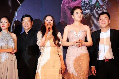 Từ trái qua: diễn viên Dương Cẩm Lynh, đạo diễn Đỗ Thành An, nhà đầu tư kiêm sản xuất Phạm Kim Dung, diễn viên Tinna Tình và nhà sản xuất Phạm Việt Anh Khoa.