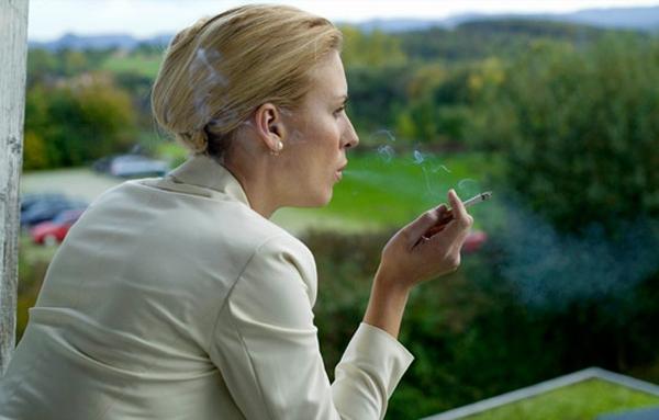 Hút thuốc lá cả chủ động và bị động đều làm gia tăng nguy cơ mắc ung thư vú