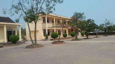 Trường THCS Phong Bắc, nơi thầy D. công tác.