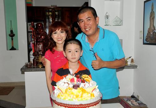 Hiện tại, Nhật Cường sống ở Việt Nam còn vợ con anh đang ở Mỹ.