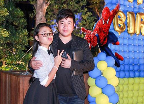 Quang Lê và con gái nuôi Phương Mỹ Chi trong sự kiện. Ảnh: NVCC