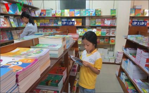 Năm 2016 sẽ có 2 bộ sách giáo khoa cho 2 miền
