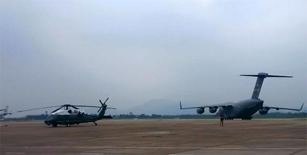 Trực thăng Marine One của Tổng thống Mỹ tại sân bay Nội Bài (ảnh: CTV)