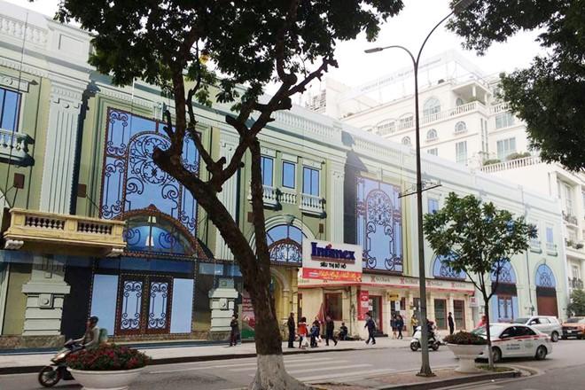 Hội Kiến trúc sư Việt Nam cho rằng hình thức kiến trúc Khách sạn được đặt tại vị trí đất vàng của thủ đô Hà Nội 20-23 Lê Thái Tổ là đơn điệu và xa lạ. Ảnh: Tiến Tuấn.