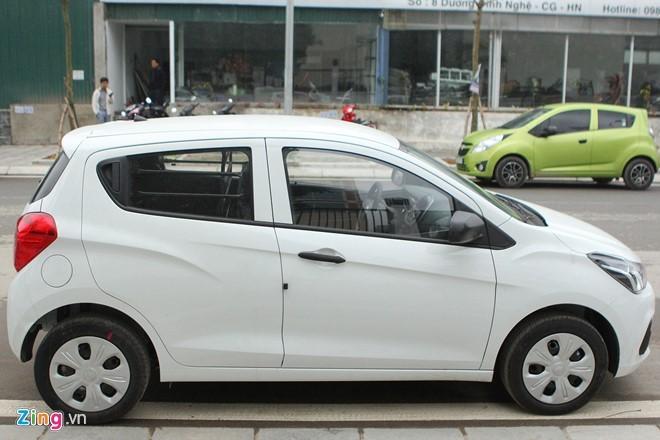 Chevrolet Spark Van bất tiện vì chỉ chở được 2 người nhưng giá thấp. Ảnh: Ngọc Tuấn.