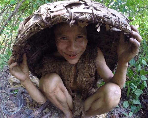 Anh Hồ Văn Lang vào rừng sống từ năm 2 tuổi và không hề tiếp xúc với người nào khác ngoài cha mình trong suốt 41 năm. Ảnh: Docastaway