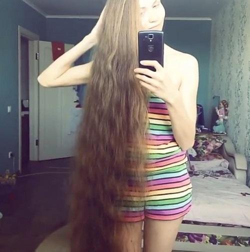 Mái tóc dài ấn tượng của Dashik Gubanova Freckle.
