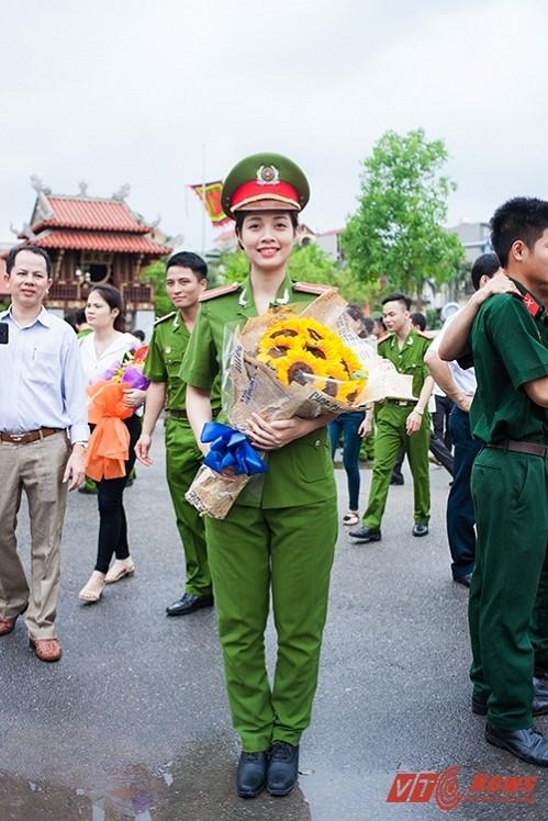 Nữ thủ khoa xinh đẹp Nguyễn Phương Loan. Ảnh: VTC News.