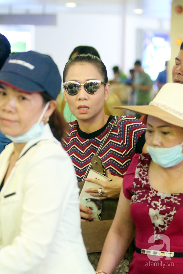 Sau khi tham gia 1 sự kiện tại Hà Nội sáng nay (29/7), Thu Minh đã nhanh chóng đón chuyến bay sớm trở về TP.HCM.