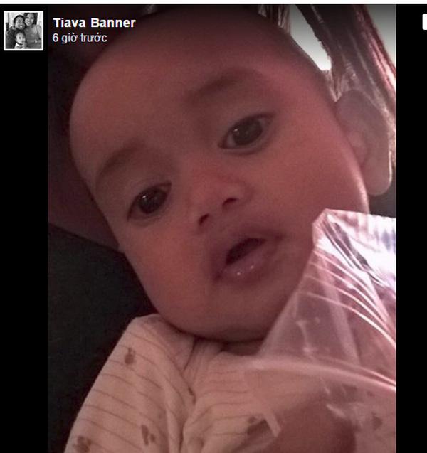 Hình ảnh bé trai 8 tháng tuổi bị lạc mẹ trong vụ khủng bố.
