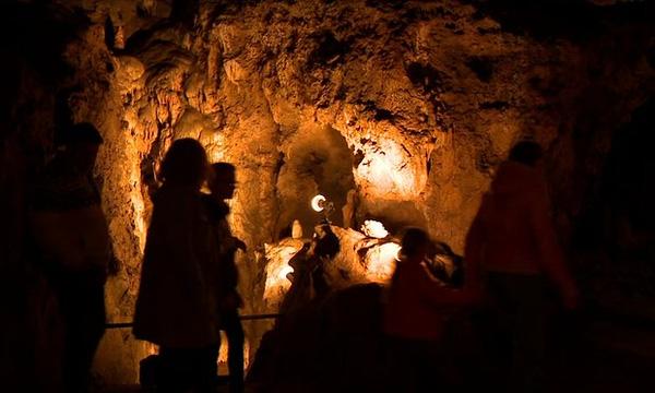 Một trong những hang động Goyet ở Bỉ, nơi tìm thấy bằng chứng người Neanderthal ăn thịt người.