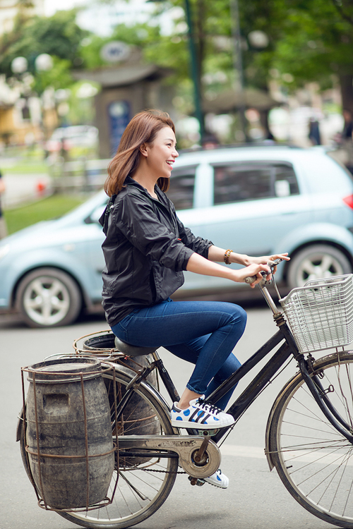 Người đẹp đã có những trái nghiệm thú vị khi ghi hình tại Hà Nội.