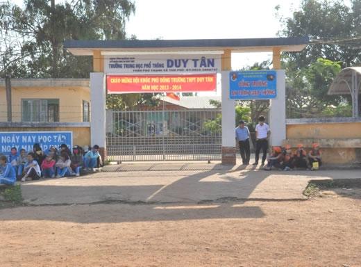 """Trường THPT Duy Tân, nơi hai giáo viên """"tai tiếng"""" trên đang công tác."""