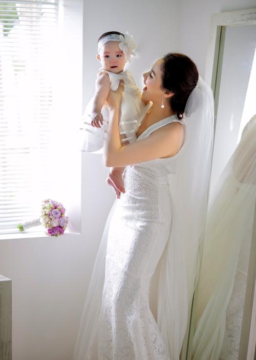 Trang Nhung giấu con gái rất kỹ. Đến đám cưới cô mới để bé Vani lộ diện trước công chúng.