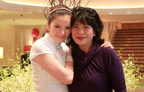 Lý Nhã Kỳ và mẹ nuôi, nữ đại gia Alice Chiu