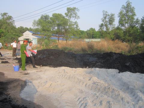 Hiện trường hơn 50 tấn chất thải độc của Vedan