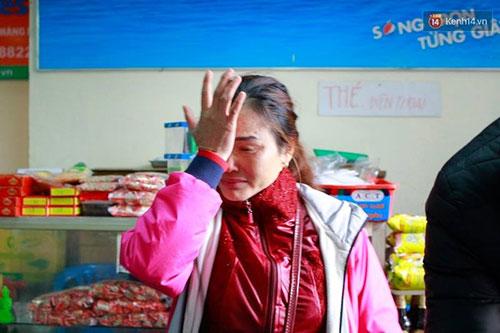 Bà Lương không kìm được nước mắt khi tìm được đứa cháu tội nghiệp.
