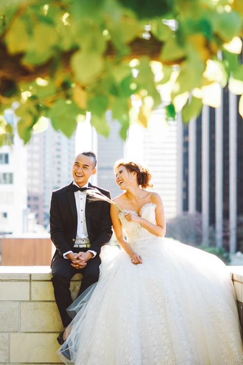 Bộ ảnh cưới tại Mỹ được thực hiện với sự hỗ trợ của stylist Nguyễn Thiện Khiêm và trang phục của nhà thiết kế Đặng Anh Thư.