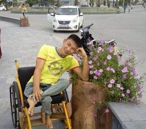Anh Nguyễn Công Đồng luôn tỏ ra lạc quan, yêu đời.