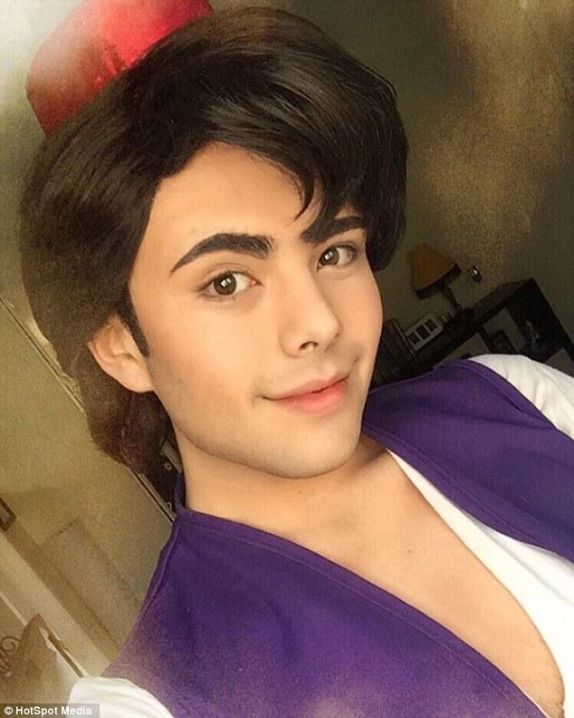 Đôi khi, Richard còn hóa thân thành các nhân vật nam, như Aladdin