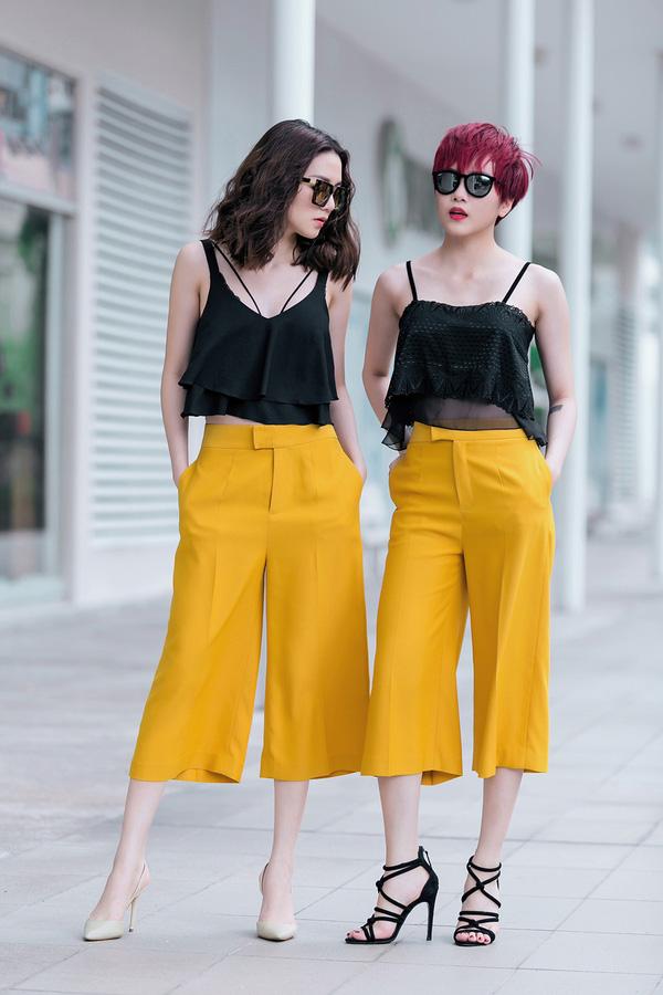Bảo Trang và Bảo Trâm cùng nhau thể hiện sự thời thượng, sang chảnh trong set đồ street style với quần culottes và áo hai dây gợi cảm.