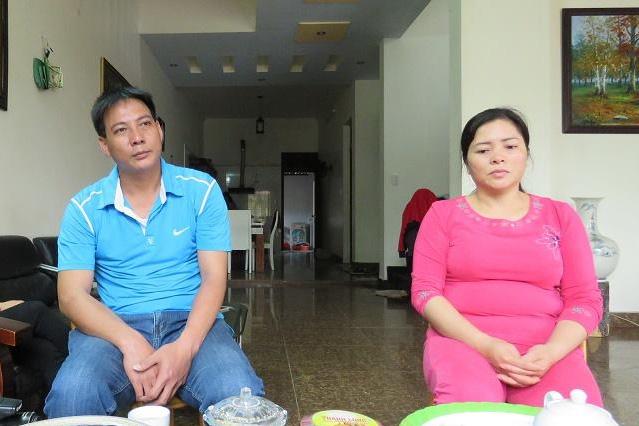 Bố mẹ Yến Thanh trò chuyện với PV. Ảnh: M.Lý