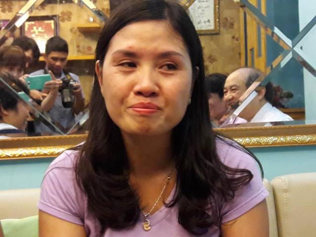 Chị Phan Hương Giang (vợ anh Vinh) xúc động khi kể về chồng. Ảnh: T.G
