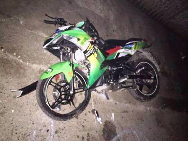 Chiếc xe máy Yamaha Exciter 150c bị hư hỏng toàn bộ phần đầu. Ảnh bạn đọc cung cấp