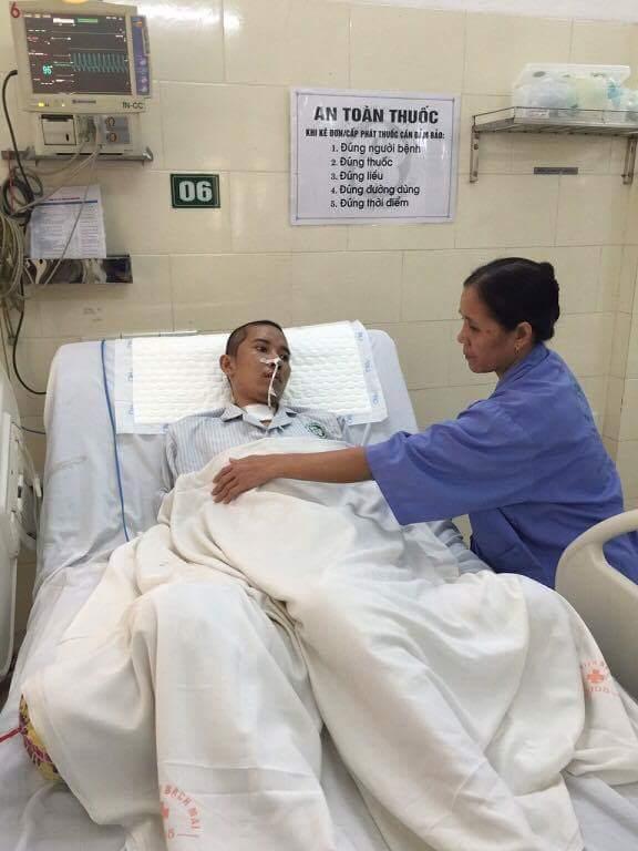 Bệnh nhân Cao Văn Thêm đã dần lấy lại ý thức, bệnh tiến triển theo chiều hướng tích cực (ảnh gia đình cung cấp)