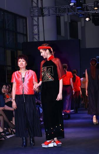 NTK Xuân Thu trong buổi trình diễn BST mang tên Duyên