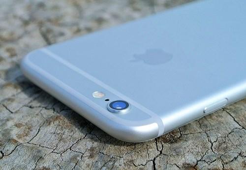 Úp iPhone để giúp tiết kiệm pin.