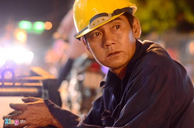 Ông Lê Tấn Trọng (49 tuổi) làm công nhân vệ sinh cống ngầm đã được hơn 20 năm. Công việc vất vả nhưng thu nhập cũng chỉ đủ trang trải cuộc sống qua ngày, ông tâm sự.