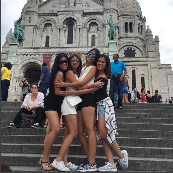 Họ thường xuyên có cơ hội tham quan những địa điểm du lịch nổi tiếng thế giới.