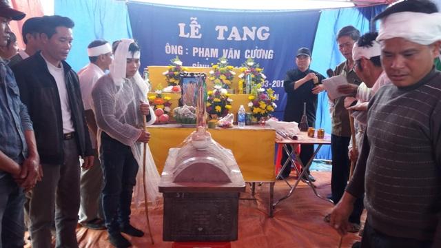 Đám tang của nạn nhân Phạm Văn Cường được tổ chức tại quê nhà ở Nam Định. Ảnh Nhật Minh