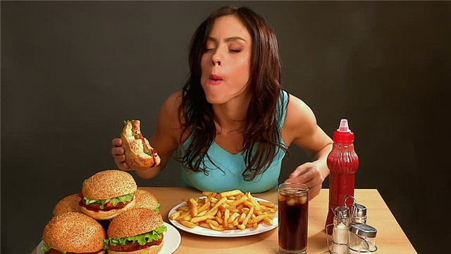 """Khi ăn kiêng quá mức, cơ thể dễ mắc chứng """"cuồng ăn"""" và tăng nguy cơ béo phì (Ảnh minh họa – Nguồn: Internet)"""