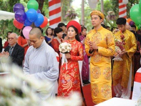 Lễ hằng thuận ở chùa của ca nương Kiều Anh và chồng Văn Quỳnh