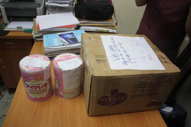 Hai hộp sữa Glico Icreo được công an thu giữ tại nhà trọ anh Cường